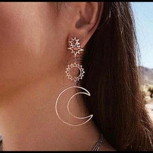 💥3 for $23 Sun💥Moon and Stars Gold Drop Earrings